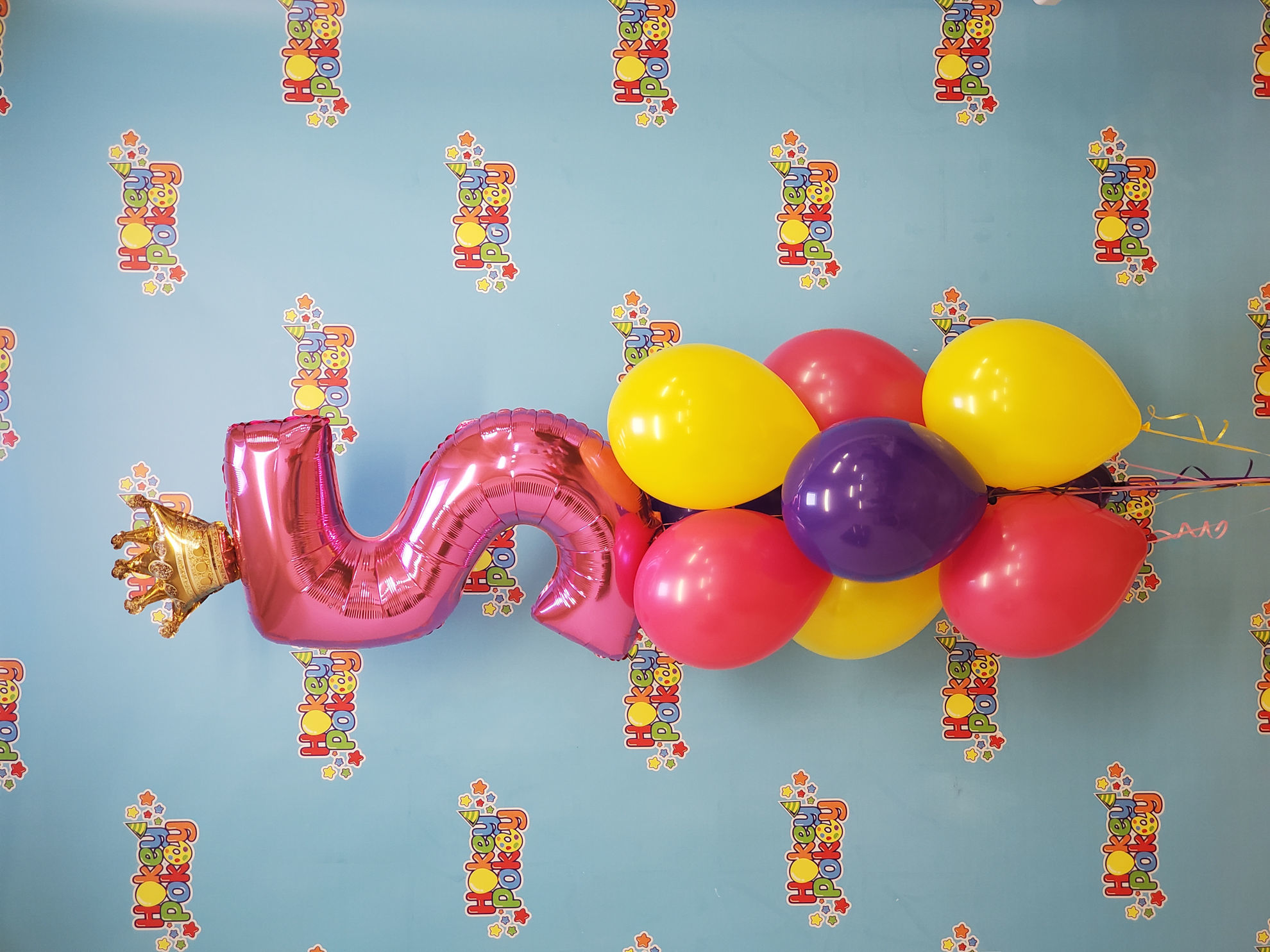 Picture of Balloon Bouquet with foil Number and Crown